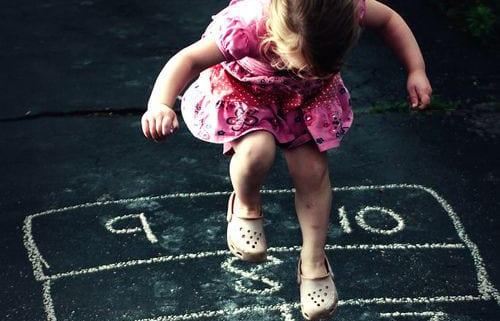ensinar as crianças a brincar
