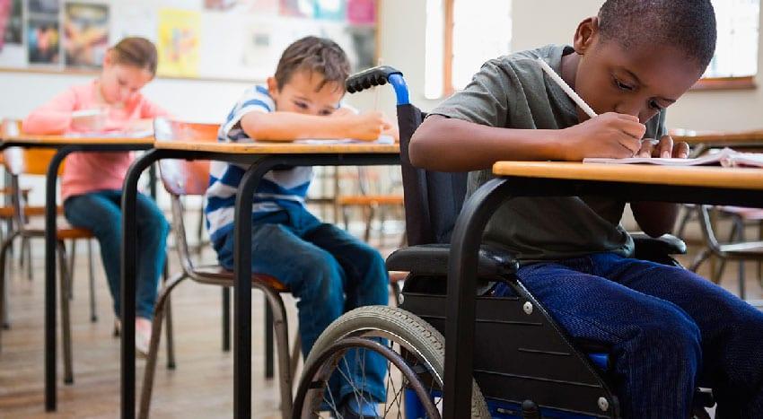 Receber um aluno com deficiencia em sala de aula não significa inclusão