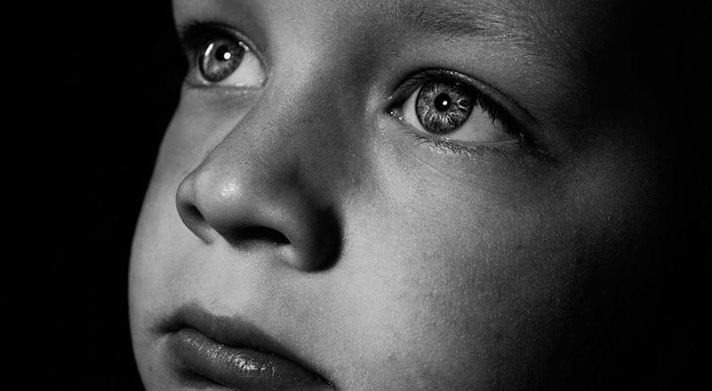 Recuperar depois do caos Um episódio traumático, seja ele de que natureza for, pode ter um tal impacto numa criança que as impressões fortes daí resultantes podem cristalizar-se na sua constituição física e psíquica.