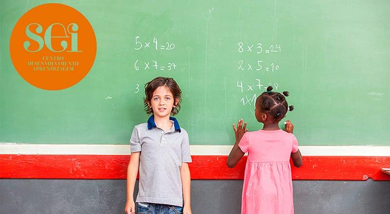 Alguns alunos com discalculia têm dificuldades visuo-espaciais na leitura e escrita de números. Não se sabe, ao certo, qual a causa concreta da Discalculia.